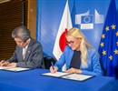 (L-R) Kazuo Kodama, the Ambassador Extraordinary and Plenipotentiary of Japan to the European Union,  and Kadri Simson, the EU Energy Commissioner, representing the European Atomic Energy Community (Euratom), signing a joint declaration prolonging the duration of the Broader Approach agreement, March 2020 © European Union